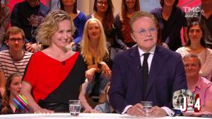 Caroline Roux dans Quotidien - 19/04/17 - 11