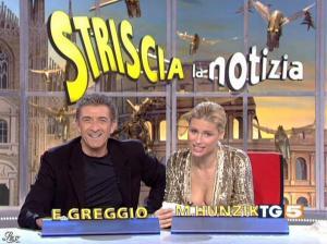 Michelle Hunziker dans Striscia la Notizia - 31/10/06 - 01