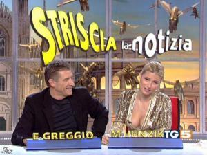 Michelle Hunziker dans Striscia la Notizia - 31/10/06 - 02