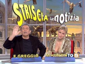 Michelle Hunziker dans Striscia la Notizia - 31/10/06 - 03