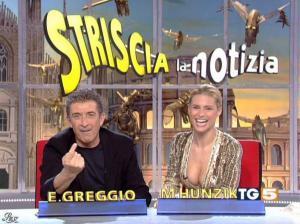 Michelle Hunziker dans Striscia la Notizia - 31/10/06 - 04