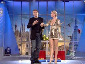 Michelle Hunziker dans Striscia la Notizia - 31/10/06 - 13