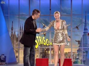 Michelle Hunziker dans Striscia la Notizia - 31/10/06 - 14