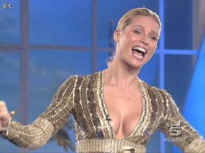 Michelle Hunziker dans Striscia la Notizia - 31/10/06 - 15