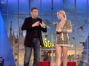 Michelle Hunziker dans Striscia la Notizia - 31/10/06 - 16