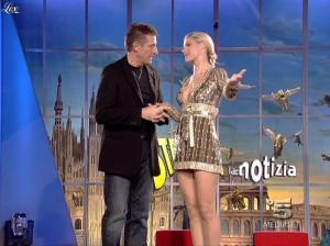 Michelle Hunziker dans Striscia la Notizia - 31/10/06 - 20