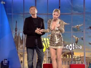 Michelle Hunziker dans Striscia la Notizia - 31/10/06 - 21