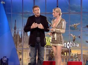 Michelle Hunziker dans Striscia la Notizia - 31/10/06 - 22