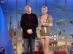 Michelle Hunziker dans Striscia la Notizia - 31/10/06 - 23