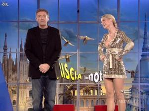 Michelle Hunziker dans Striscia la Notizia - 31/10/06 - 24