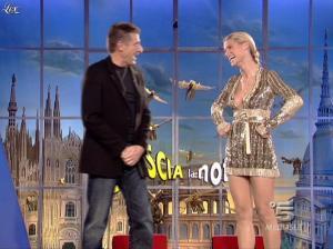 Michelle Hunziker dans Striscia la Notizia - 31/10/06 - 25