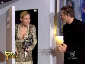 Michelle Hunziker dans Striscia la Notizia - 31/10/06 - 30