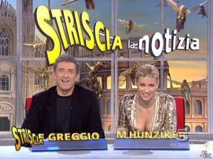 Michelle Hunziker dans Striscia la Notizia - 31/10/06 - 34