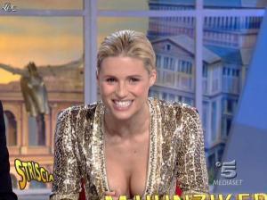 Michelle Hunziker dans Striscia la Notizia - 31/10/06 - 36