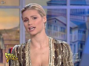 Michelle Hunziker dans Striscia la Notizia - 31/10/06 - 38