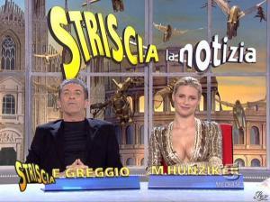 Michelle Hunziker dans Striscia la Notizia - 31/10/06 - 40