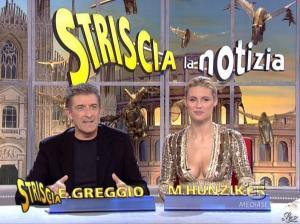 Michelle Hunziker dans Striscia la Notizia - 31/10/06 - 43