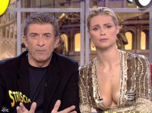Michelle Hunziker dans Striscia la Notizia - 31/10/06 - 54