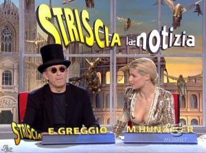 Michelle Hunziker dans Striscia la Notizia - 31/10/06 - 56