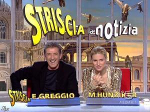 Michelle Hunziker dans Striscia la Notizia - 31/10/06 - 64