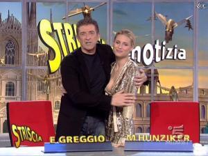 Michelle Hunziker dans Striscia la Notizia - 31/10/06 - 69