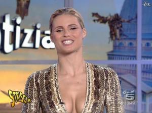 Michelle Hunziker dans Striscia la Notizia - 31/10/06 - 70