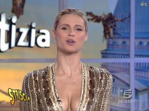 Michelle Hunziker dans Striscia la Notizia - 31/10/06 - 71