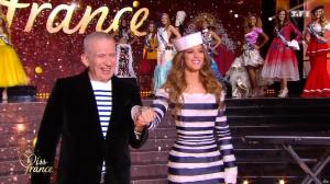 Iris Mittenaere dans Election de Miss France - 16/12/17 - 01
