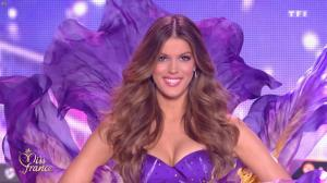 Iris Mittenaere dans Election de Miss France - 16/12/17 - 12