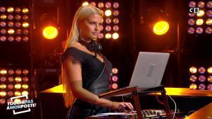 Kelly Vedovelli dans Touche pas à mon Poste - 04/09/17 - 03