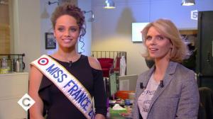 Sylvie Tellier et Alicia Aylies dans C à Vous - 15/12/17 - 01