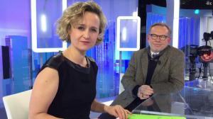 Caroline Roux dans Facebook de C dans l'Air - 03/01/17 - 02