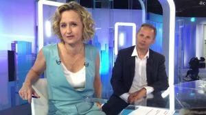 Caroline Roux dans Facebook de C dans l'Air - 12/04/17 - 02