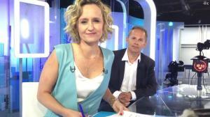 Caroline Roux dans Facebook de C dans l'Air - 12/04/17 - 04