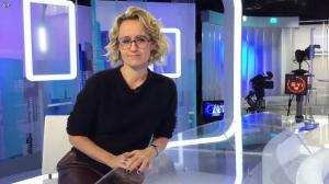 Caroline Roux dans Facebook de C dans l'Air - 15/11/16 - 01