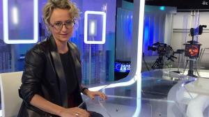 Caroline Roux dans Facebook de C dans l'Air - 16/11/16 - 02