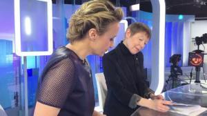 Caroline Roux dans Facebook de C dans l'Air - 21/02/17 - 02