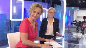 Caroline Roux dans Facebook de C dans l'Air - 24/11/16 - 02