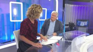 Caroline Roux dans Facebook de C dans l'Air - 30/08/17 - 01