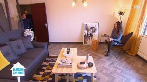 Emmanuelle Rivassoux dans Maison à Vendre - 09/01/19 - 01