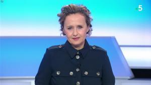 Caroline Roux dans C dans l'Air - 04/03/20 - 01