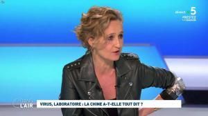 Caroline Roux dans C dans l'Air - 21/04/20 - 05