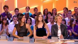 Elise Chassaing et Ariane Massenet dans le Grand Journal De Canal Plus - 19/03/10 - 4