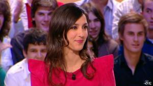 Elise Chassaing dans le Grand Journal De Canal Plus - 08/04/10 - 1