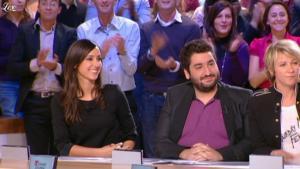 Elise Chassaing dans le Grand Journal De Canal Plus - 17/12/09 - 1