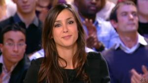 Elise Chassaing dans le Grand Journal De Canal Plus - 17/12/09 - 3