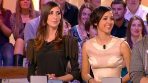 Elise Chassaing dans le Grand Journal De Canal Plus - 23/04/10 - 1