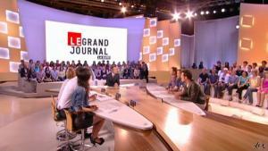 Elise Chassaing dans le Grand Journal De Canal Plus - 28/04/10 - 3