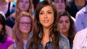 Elise Chassaing dans le Grand Journal De Canal Plus - 28/04/10 - 5