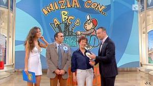 Laura Barriales dans Mezzogiorno In Famiglia - 21/11/10 - 4